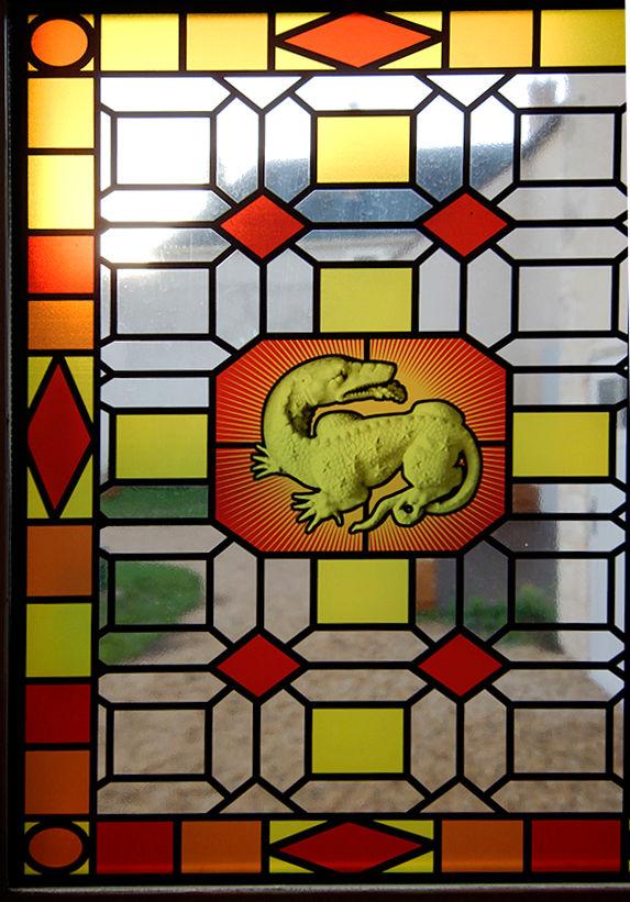 vitrail reprsentant la salamandre symbole de feu dans les mythes et légendes