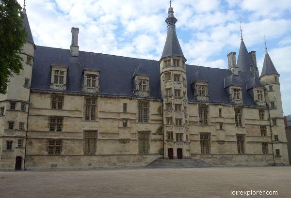 chateau de Nevers invasion barbare viking