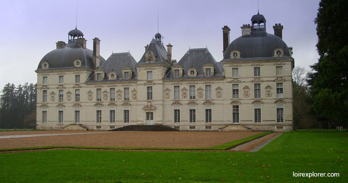 Quels châteaux de la Loire se visitent monuments et châteaux de la Loire ouverts toute l'année Château de Cheverny