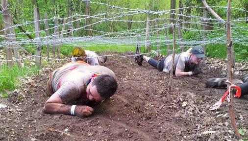 course à obstacles Sologne Xtreme franchissement d'obstacle des coureurs à pied parcours du combattant