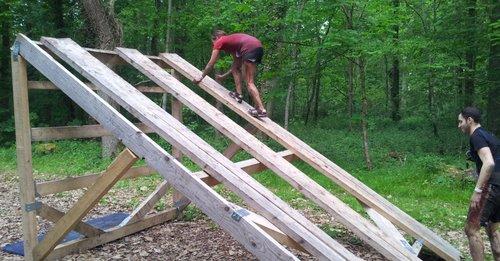 course à obstacles Sologne Xtreme franchissement d'obstacle des coureurs à pied