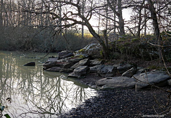 Mégalithes en région Centre Étang de la Borde Bagneux dolmen menhir néolithique préhistoire Indre