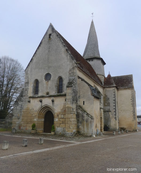 voyage au centre de la france eglise et clocher tors Saint Outrille excursion insolites