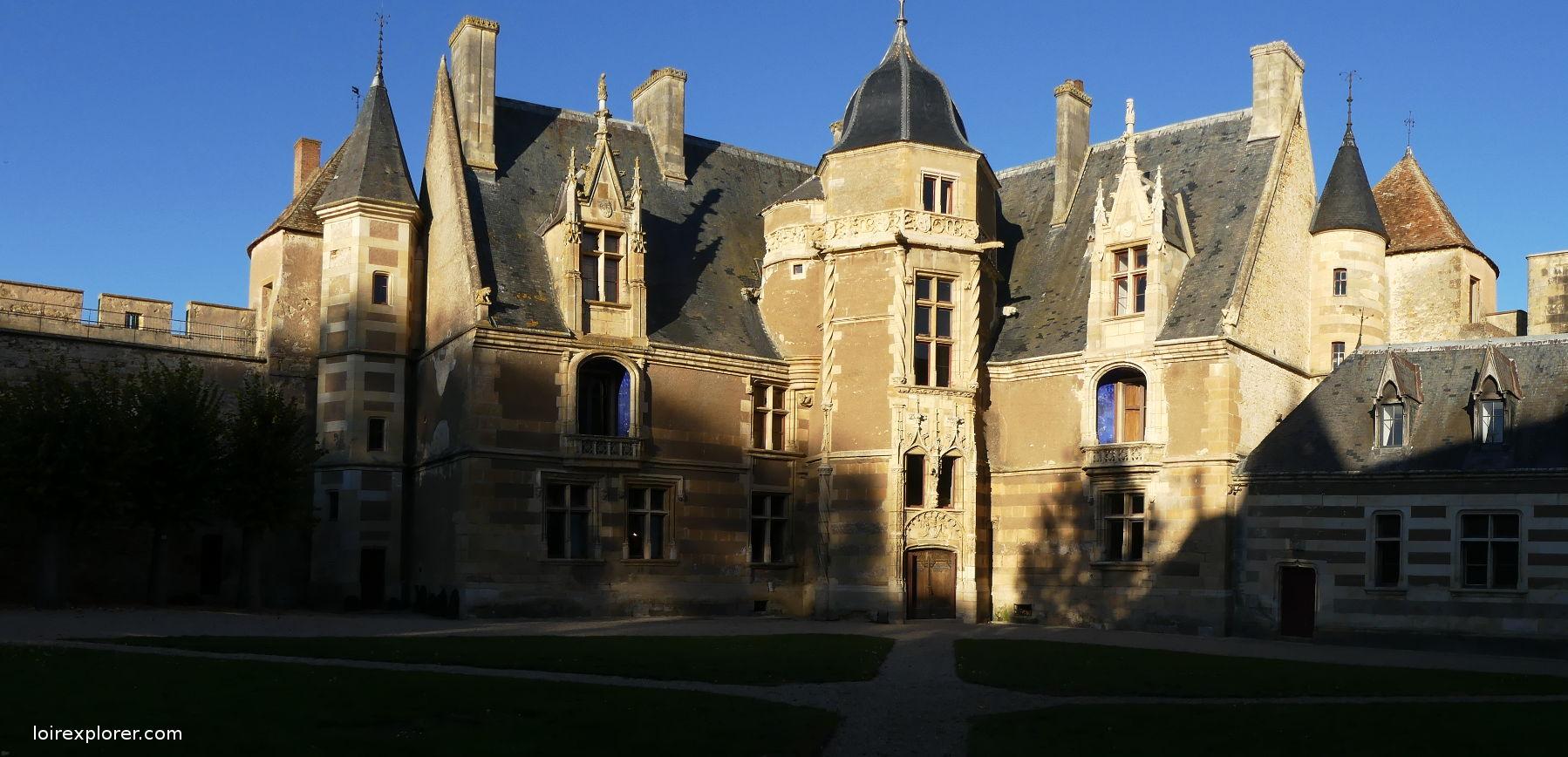 voyage au centre de la france Château Fort d'Ainay le Vieil excursion insolites