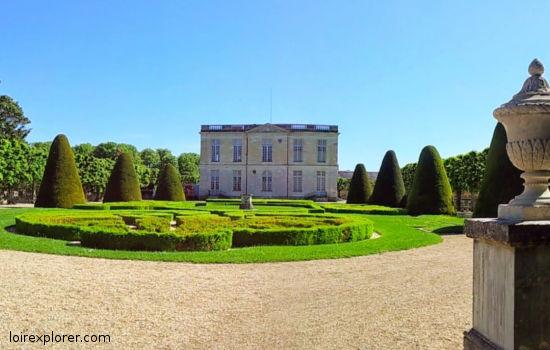 Bouges le Château châteaux qui se visitent région centre jardin parc